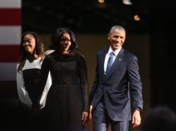 Lý do nào cô con gái út Sasha của Tổng Thống Obama vắng mặt trong buổi lễ từ giã của cha?